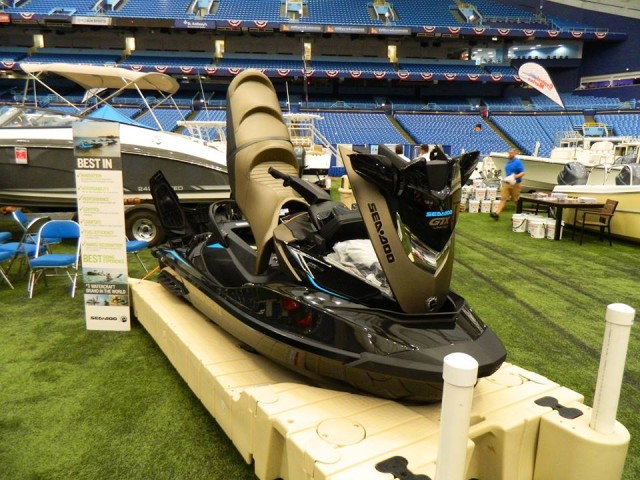 Video 2016 cycle springs charges the tampa bay boat show for Yamaha dealer tampa