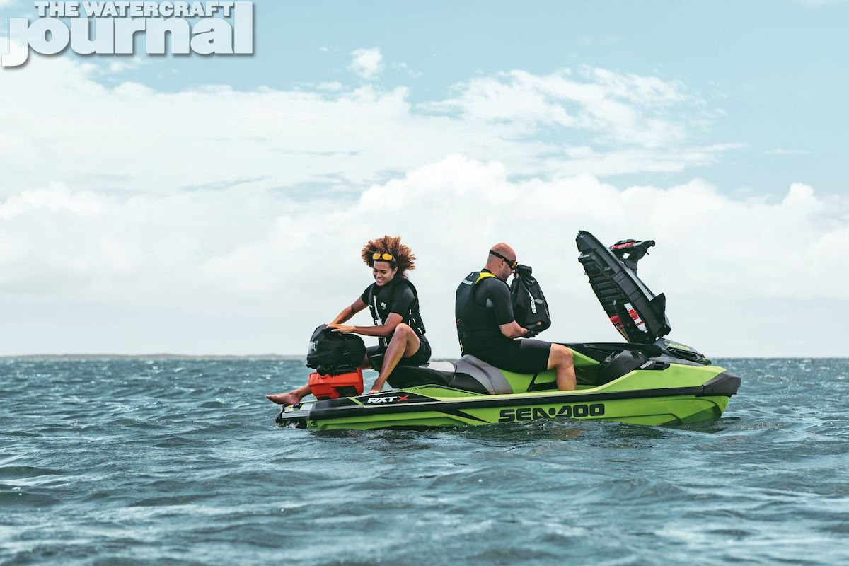 2020 Sea-Doo RXTX_static_b